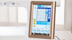 BABY LOCK CHORUS  LCD COLOR TOUCH SCREEN